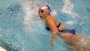 nauka pływania na basenie
