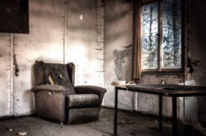 wywóz mebli - stare fotele