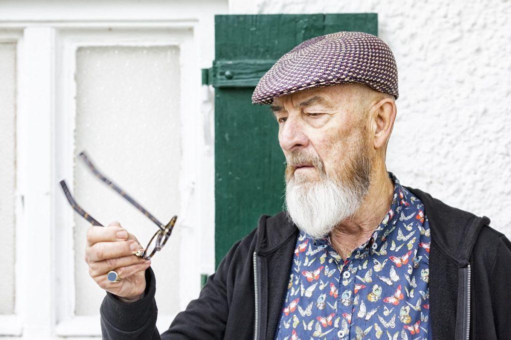 rodzaje zaćmy - starszy mężczyzna