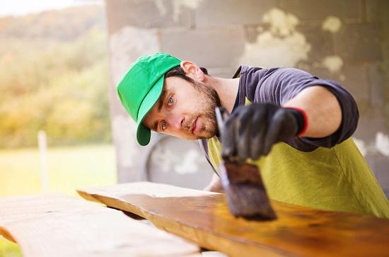najlepsze lakiery wodne do drewna